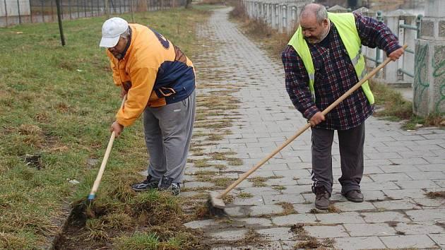 S úklidem veřejných prostranství pomáhají také přerovští Romové
