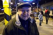 Stanislav Zindulka při natáčení filmu Přistoupili? na přerovském nádraží