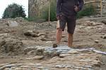 Archeologické objevy v Přerově - Torzo původní městské brány, historická dlažba ze 16. a 17. století apůvodní kanalizace