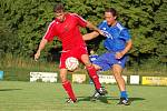 Fotbalisté Slavoje Kojetín (v červeném) v přípravě proti Fryštáku