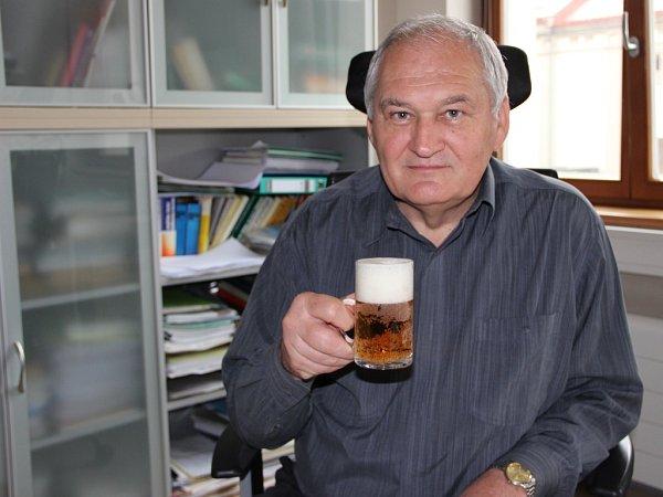 Prestižní Cenu českého sládka Františka Ondřeje Poupěte za přínos pivovarství a sladařství vČeské republice získal Vilém Nohel, který pracuje jako výrobně-technický ředitel pivovarů Zubr, Litovel a Holba.