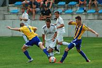 Fotbalisté Kozlovic (v pruhovaném) proti SK Hranice (2:1)