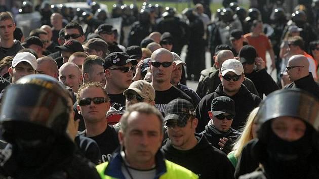 Pochod pravicových radikálů Přerovem v roce 2009