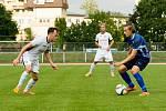 Fotbalisté 1. FC Viktorie Přerov (v modrém) proti Medlovu (2:1)