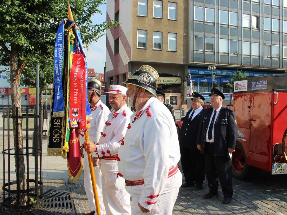 Historická Pragovka byla v Přerově ozdobou Propagační jízdy Sdružení hasičů Čech, Moravy a Slezska