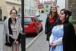 Průvodkyně v rolích Kateřiny z Ludanic a její služebné Anežky provedly v pátek Lipníkem nad Bečvou.