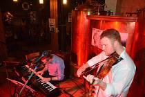 Objev roku britské jazzové scény, houslista Ben Holder v doprovodu klavíristy Petra Beneše, zavítal v pátek 6. října i do Přerova.
