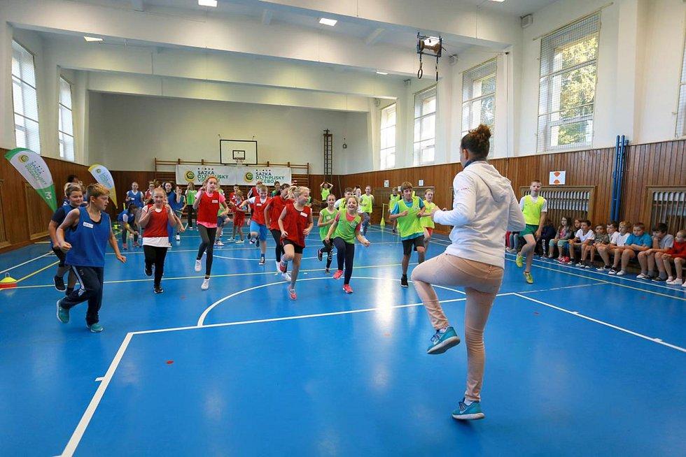 Sazka olympijský víceboj zavítal do ZŠ Dřevohostice. Děti si zatrénovaly se stolní tenistkou Ivetou Vacenovskou