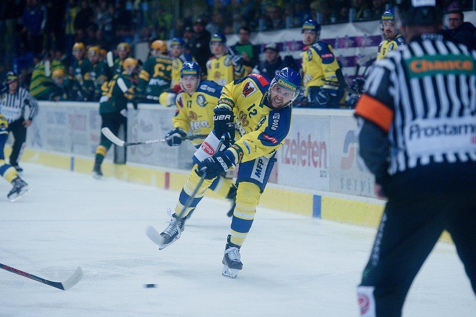 Hokejisté Přerova (ve žlutém) proti Vsetínu. Mikuláš Zbořil