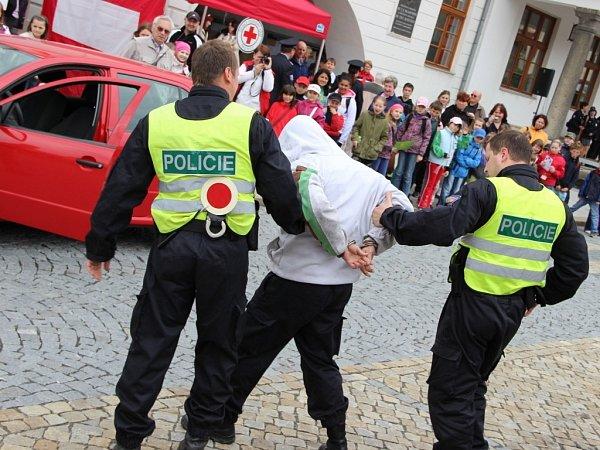 Akce Bezpečné město vLipníku spolu soceňováním policistů za věrnost a dobrou práci