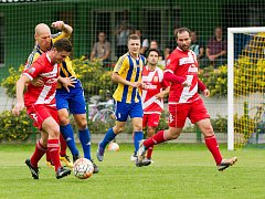 Fotbalisté Kozlovic (v pruhovaném) proti Vsetínu