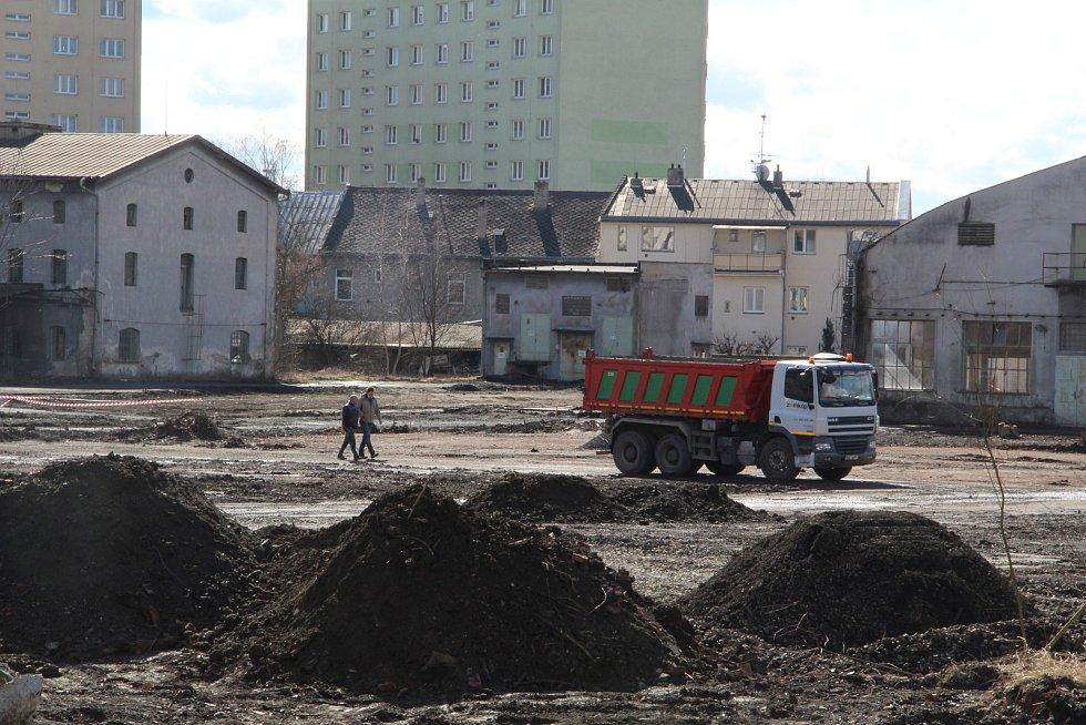 Stavba průpichu v areálu bývalé Juty v Přerově, březen 2021