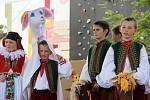 Na tradičních Záhorských slavnostech, které se konaly v sobotu odpoledne v areálu Střediska volného času v Lipníku nad Bečvou, se vystřídalo několik folklorních souborů.