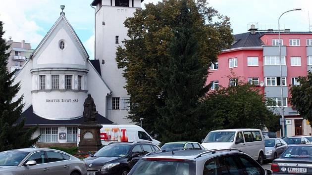 Ulice Čapky Dráhlovského a okolí evangelického kostela v Přerově