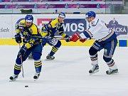 Hokejisté HC Zubr Přerov (v modrém) proti Litoměřicím