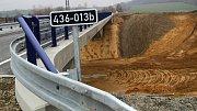 Mosty u Vinar a Čekyně, které jsou součástí dálnice D1 mezi Lipníkem a Přerovem, jsou před dokončením.