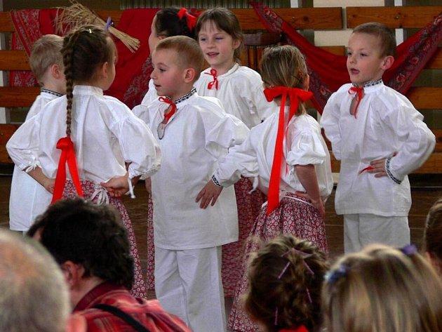 Přehlídka dětských hanáckých souborů Tovačovské fěrtóšek
