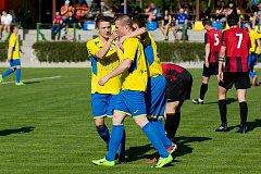 Fotbalisté FK Kozlovice (ve žlutém) doma porazili SFC Opava B 3:0