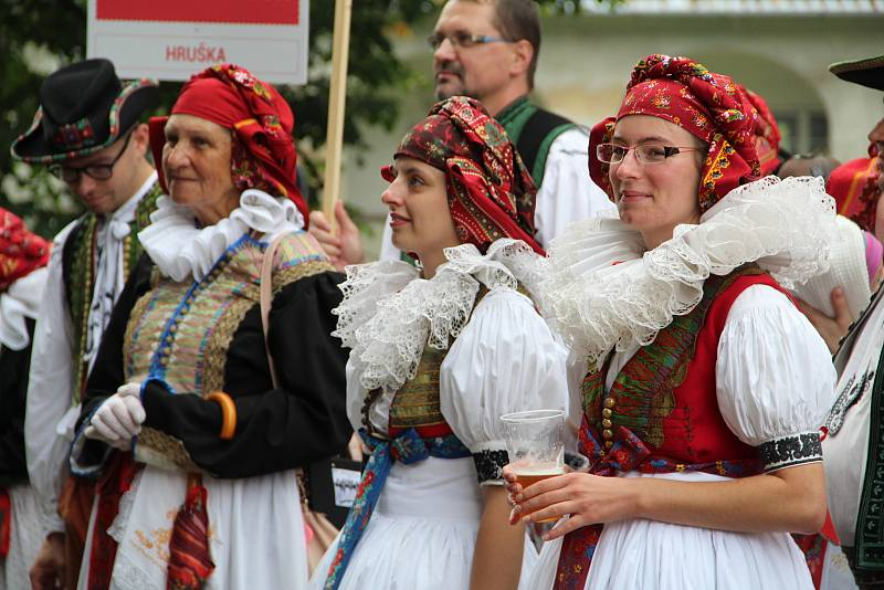 Město Tovačov oslavilo 700 let od svého založení velkolepým krojovaným defilé sedmi stovek Hanáků, kteří prošli v průvodu městem. Součástí Svatováclavských hodů byla i slavnostní bohoslužba ve zdejším kostele.