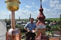 Oprava věže kostela v Dřevohosticích