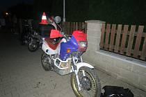 Se zraněním převezla záchranka do hranické nemocnice devatenáctiletého motorkáře, který ve čtvrtek havaroval v Bělotíně.