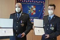 Dva přerovští policisté získali medaili krajského policejního ředitele za záchranu lidského života.