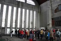 Architektonická vycházka provedla návštěvníky přerovskými industriálními stavbami – starou elektrárnou, firmou Kazeto a areálem společnosti Juta.
