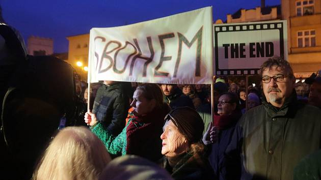 Protest proti prezidentu Zemanovi při jeho setkání s občany na náměstí v Lipníku nad Bečvou