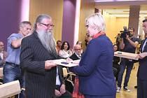 Jedním z oceněných, kteří ve středu  získali z rukou ministryně obrany Karly Šlechtové osvědčení účastníka třetího odboje, byl i Přerovan Petr Hladký.