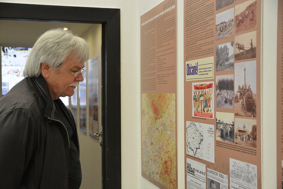 """Výstava, která mapuje osudy obětí """"Akce K"""" v období násilné kolektivizace zemědělství na Přerovsku, ve výstavní síni Pasáž v Přerově."""