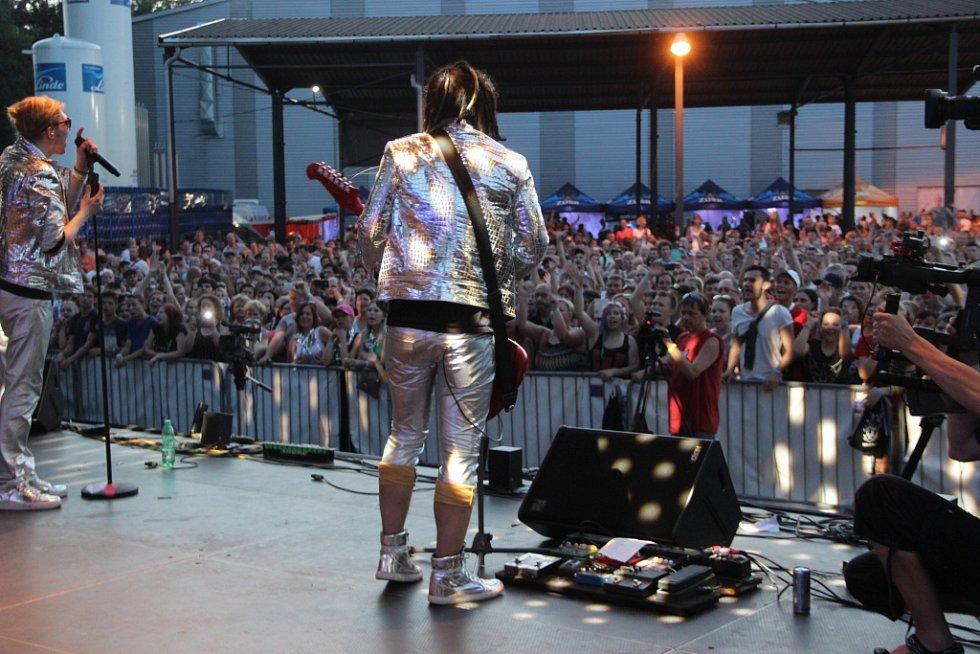 O závěrečný koncert Zubrfestu se postarala skupina Mandrage.