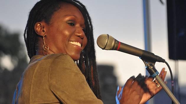 Skvělou americkou zpěvačku Audrey Martells s doprovodným triem si mohli poslechnout milovníci jazzu na prostranství u přerovských hradeb. Koncert byl součástí jarního prologu festivalu Blues nad Bečvou.