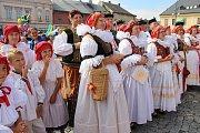 Město Kojetín žilo tři dny hodovým veselím. Vyvrcholením tradičních Kojetínských hodů byl honosný krojovaný průvod a Ječmínkova jízda králů.