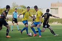 Fotbalisté Kozlovic (ve žlutém) přivítali v 1. kole MOL Cupu Znojmo.