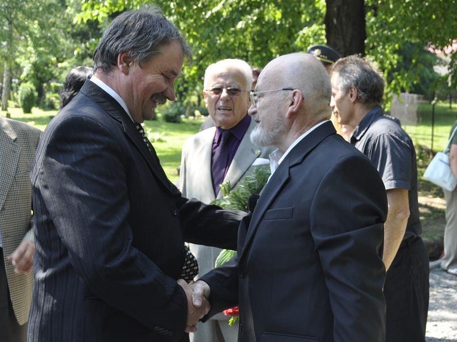 Pietní vzpomínka na oběti masakru na Švédských šancích na přerovském hřbitově