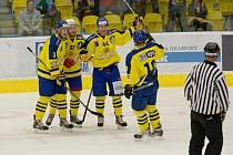 Přerovští hokejisté (ve žlutém) porazili Prostějov 5:2 a ovládli Zubr Cup.
