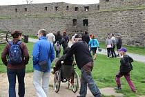 Turistická sezona na Helfštýně právě začala - brány této středověké památky se v sobotu otevřely návštěvníkům, kteří si mohli prohlédnout historickou mincovnu a expozici archeologie, nebo si užít nádherný výhled z věže.