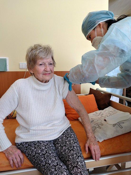 Klienti Domova pro seniory v Přerově dostali v pondělí 15. února druhou vakcínu.