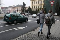 Na frekventované silnici v Palackého ulici v Přerově dojde na jaře k další změně - hranice křižovatky s Komenského ulicí se posune o dvanáct metrů - blíže ke školám v Palackého ulici.