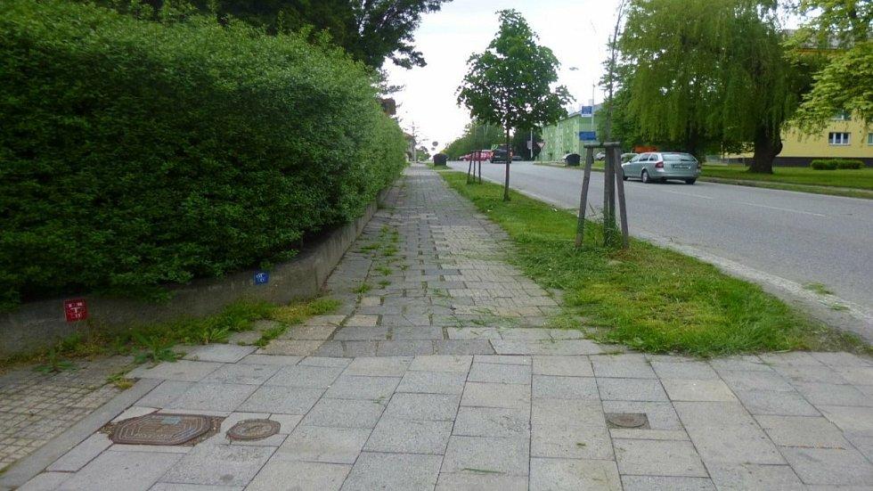 Výměny se konečně dočká i chodník v Durychově ulici.