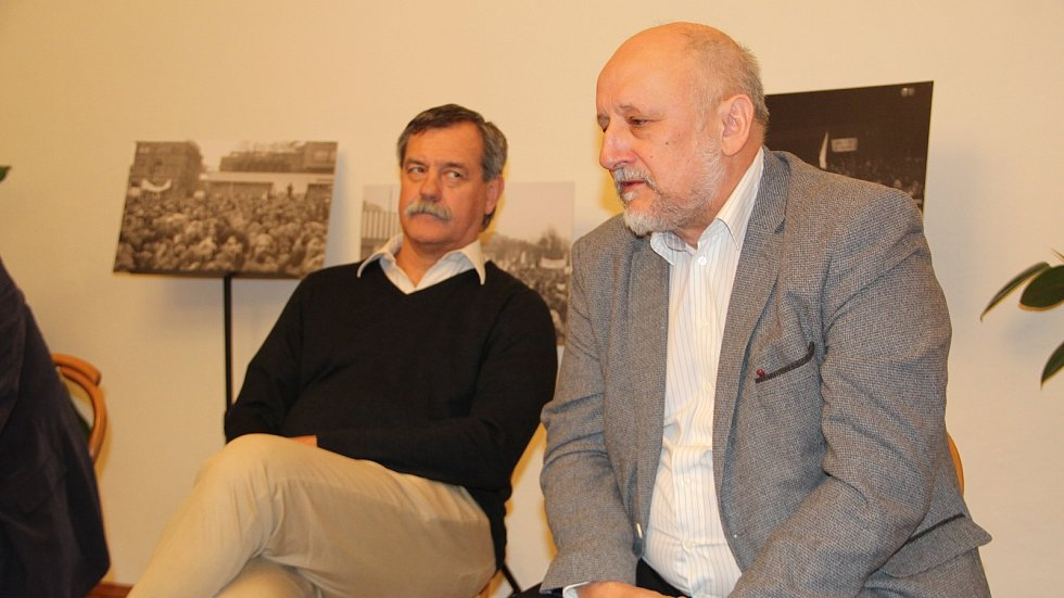 Co přinesl lidem listopad 1989, a jak probíhala před třiceti lety sametová revoluce v Přerově? Debata v Korvínském domě na Horním náměstí v Přerově. Zúčastnili se jí i přímí aktéři tehdejších událostí.