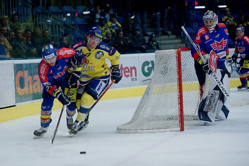Hokejisté Přerova (ve žlutém) porazili České Budějovice po samostatných nájezdech.