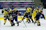 Hokejisté Přerova (v modrém) proti Ústí nad Labem (3:1)