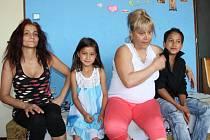 Matky, které mají větší počet dětí, jsou na sociální ubytovně v Tovární ulici spokojené. Nic jiného jim ani nezbývá.