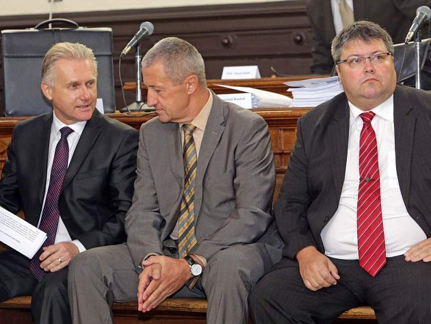 Zleva Jiří Lajtoch, Josef Kulíšek a Václav Zatloukal. Ilustrační foto ze soudních jednání