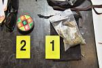 Drogy, které zajistili kriminalisté při domovních prohlídkách na Přerovsku