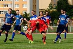 Fotbalisté 1. FC Viktorie Přerov (v modrém) proti Černovíru.