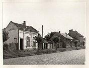 V tomto domě v ulici Trávník s č. p. 275 žil kdysi zpěvák Pavel Novák s manželkou a dětmi.