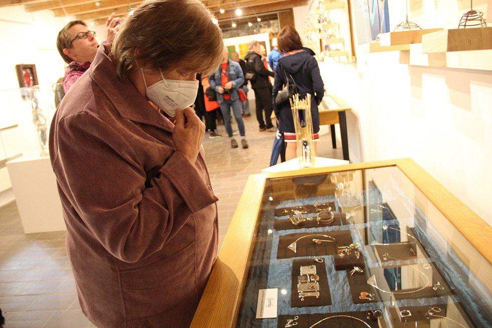 Vernisáž expozici všestranného umělce - akademického sochaře, restaurátora, designéra, kovolitce a šperkaře Indry Steina na Helfštýně