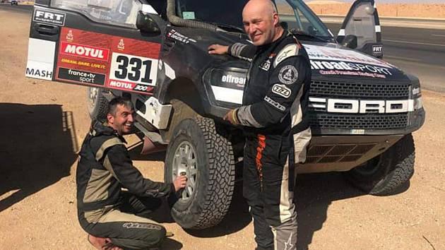 Miroslav Zapletal (vpravo) během deváté etapy Dakaru 2020.